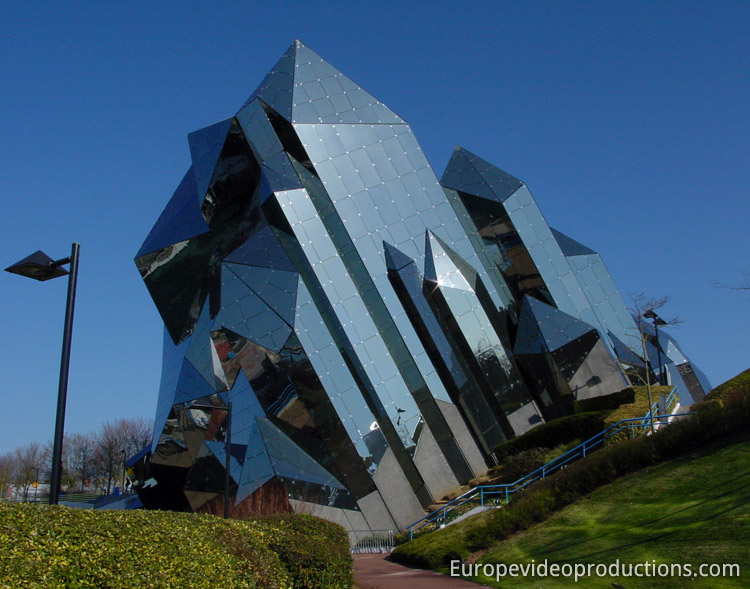 Advice About How To Go About Successful Traveling futuroscope-theme-park-poitiers-vienne-france