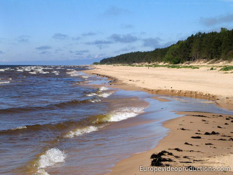 Photo: Beach in Latvia with the Baltic Sea – Tourism in Latvia Юрмала Зимой