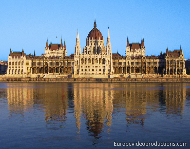 Photo Parliament Building In Budapest In Hungary