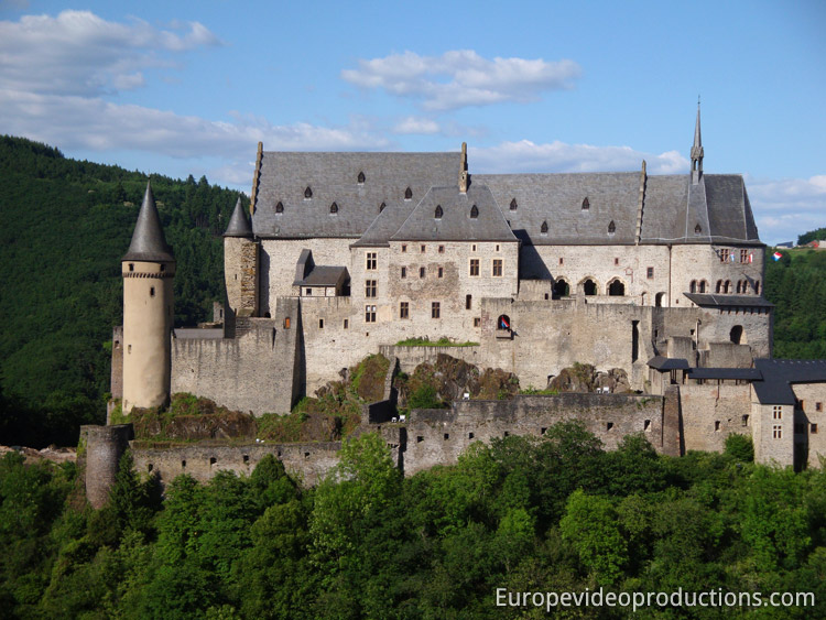 foto burg vianden in den ardennen in luxemburg. Black Bedroom Furniture Sets. Home Design Ideas