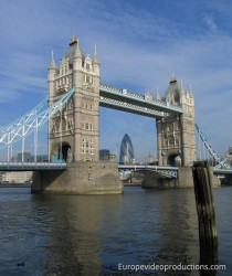 Die Tower Bridge in London in England